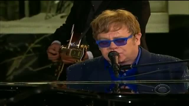 Grammys 2013: Elton John performs with Mumford and Sons at the Grammys