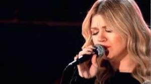 Kelly Clarkson Tennessee Waltz and Natural Woman at Grammys 2013