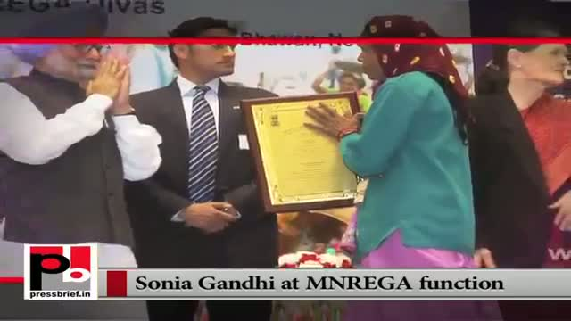Sonia Gandhi presents MNREGA awards