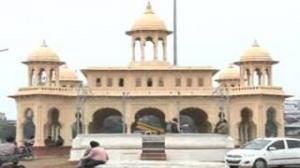 Red Fort replica for Mayawati, illegal hoardings deface City