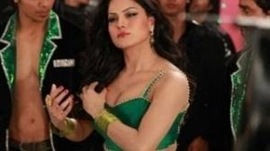 Veena Malik Latest Spicy Dance pics