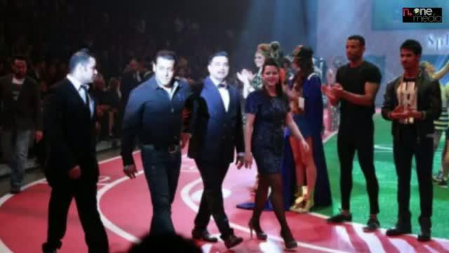 Salman Khan At Splash SS13 Fashion Show At Dubai