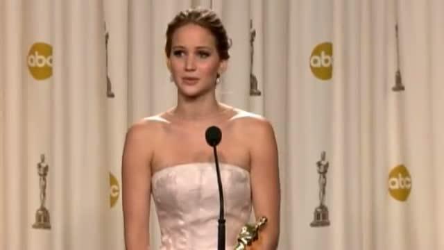 Jennifer Lawrence Oscars 2013 Backstage Press Conference: Jennifer on tripping up & falling Over