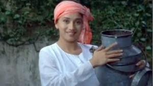 Yeh Doodh Kabse Bechne Lagi - Akshay Khanna, Madhuri Dixit - Comedy Scene - Mohabbat