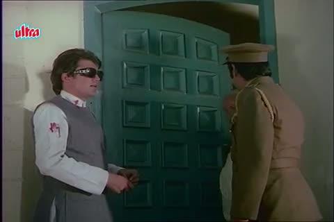Rajesh Khanna becomes homeless - Mere Jeevan Saathi Scene (1972)