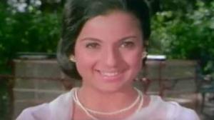 Tanuja visits colonel's house to see Rajesh Khanna - Mere Jeevan Saathi Scene (1972)