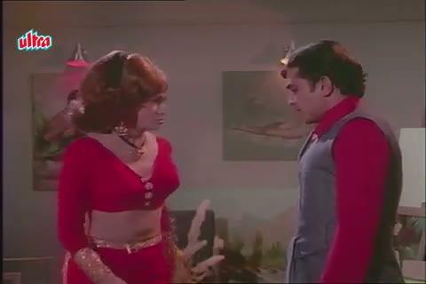 Tanuja sees Rajesh Khanna with Helen - Mere jeevan saathi Scene