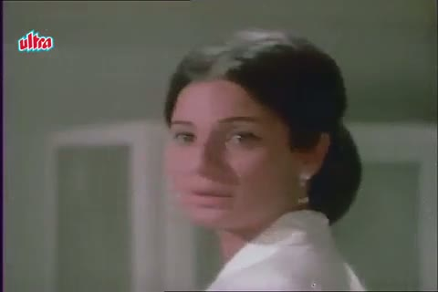 Rajesh Khanna romancing in Tanuja's clinic - Mere Jeevan Saathi Scene (1972)
