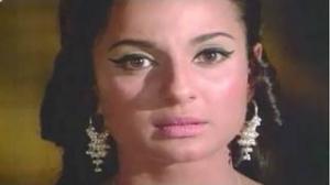 Rajesh Khanna shows NUDE Paintings to Tanuja - Mere Jeevan Saathi (1972)