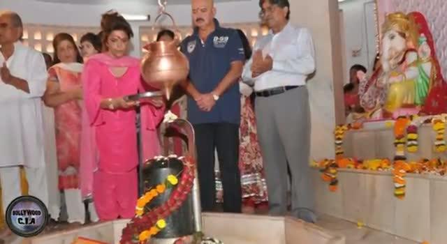 Hrithik Roshan celebrates Mahashivratri with family