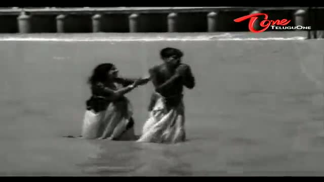 Telugu Comedy Scene From Lakshadhikari Movie - Lord Durga Matha Gifts A Boy To Suryakantham In River - Telugu Cinema Movies