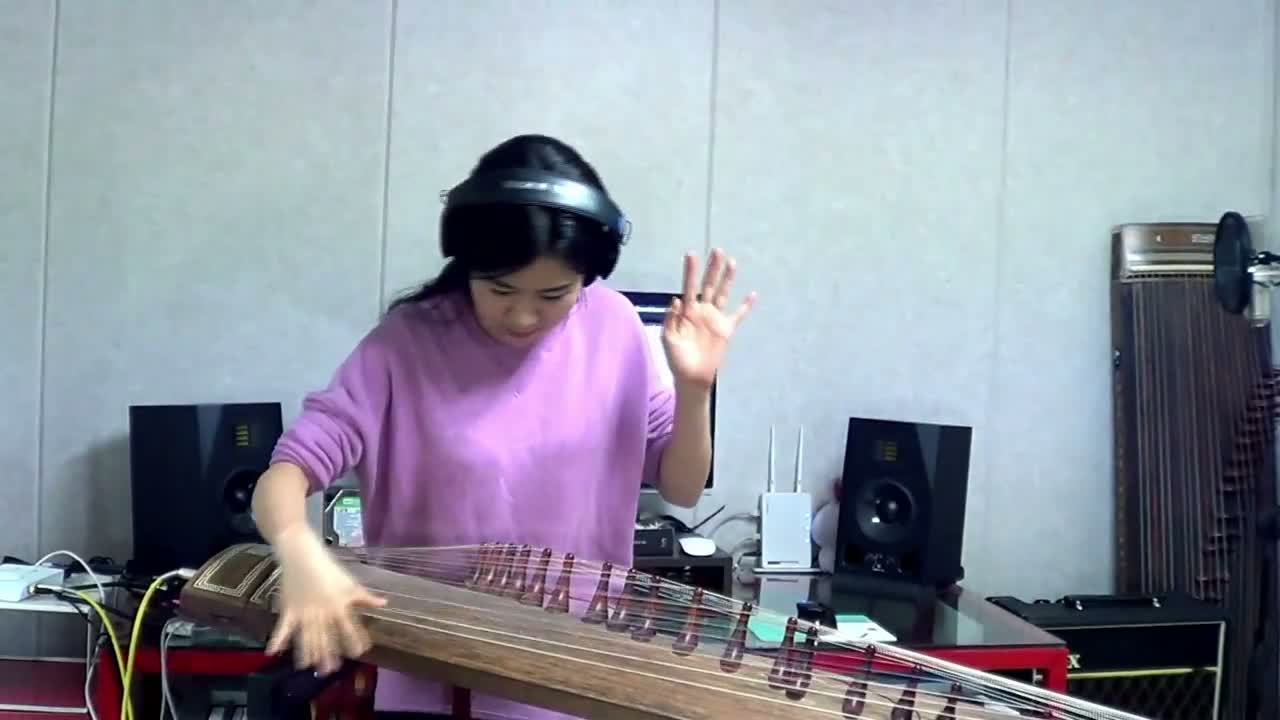 Girl Covers Voodoo Child On The Gayageum