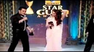 Sonakshi with Salman Popular Song film Dabag2 at Star Guild Awards 31th March 2013 Part 2