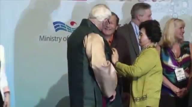 Vet Reunites With S.Korea Burn Victim