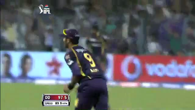 Wicket of Irfan Pathan taken by Sunil Narine in over 15.2 - DD vs KKR - PEPSI IPL 6 - Match 1