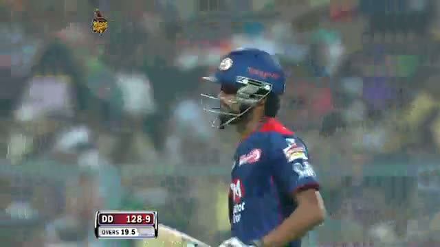 Wicket of Shahbaz Nadeem taken by Sunil Narine in over 19.6 - DD vs KKR - PEPSI IPL 6 - Match 1