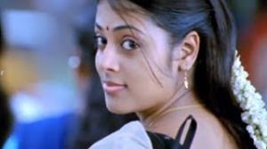 Vaishali Movie Love Scene - Sindhu showing her love for Aadhi - Saranya Mohan, Thaman - Telugu Cinema Movies