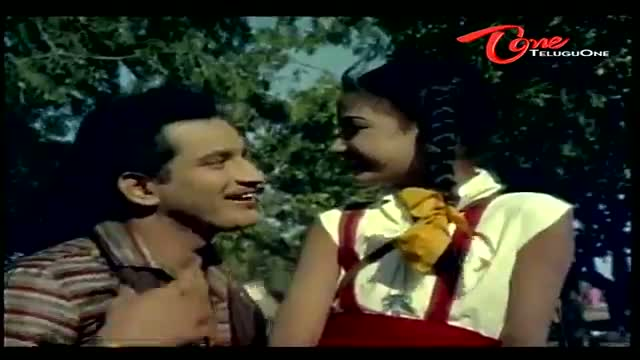 Telugu Comedy Scene From Thene Manasulu Movie - Funny Scene Between School Girl & Krishna - Telugu Cinema Movies