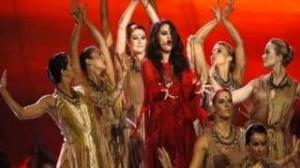 Selena Gomez - Come & Get It (Live at MTV Movie Awards)