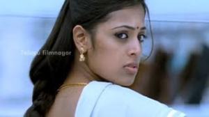 Vaishali Movie Scenes - Sindhu Menon advising a girl about love - Aadhi, Thaman - Telugu Cinema Movies