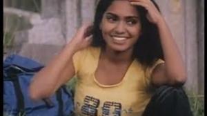 Sowrya Movie Scenes - Dhanush kissing Aparna - Mariyaan hero Dhanush, Aparna - Telugu Cinema Movies