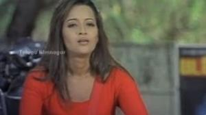 Bhagavathi Movie Scenes - Reema Sen teasing Vijay to get on the bike - Reema Sen - Thalaiva hero Vijay, Reema Sen, Deva - Telugu Cinema Movies