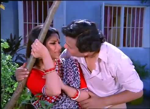 Classic Romantic Scene - Sharmila Tagore, Uttam Kumar - Anand Ashram
