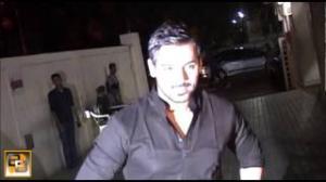 Kangana Ranaut beaten up with a BROOM
