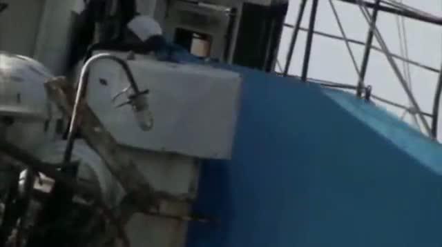 6 Die in Russian Ship Fire