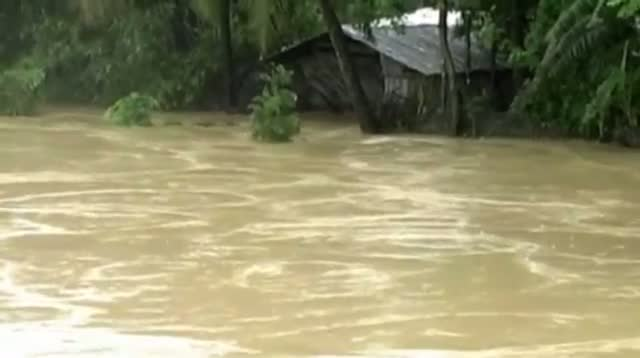 One Million Evacuated As Cyclone Hits Bangladesh