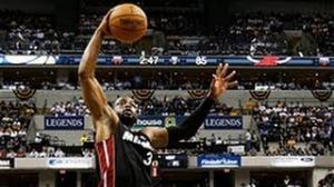 NBA: Dwyane Wade's BIG Game 3 slam dunk!