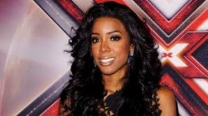 Kelly Rowland Sobs on Stage