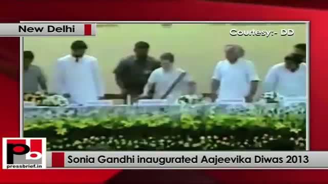 Sonia Gandhi inaugurated Aajeevika Diwas 2013