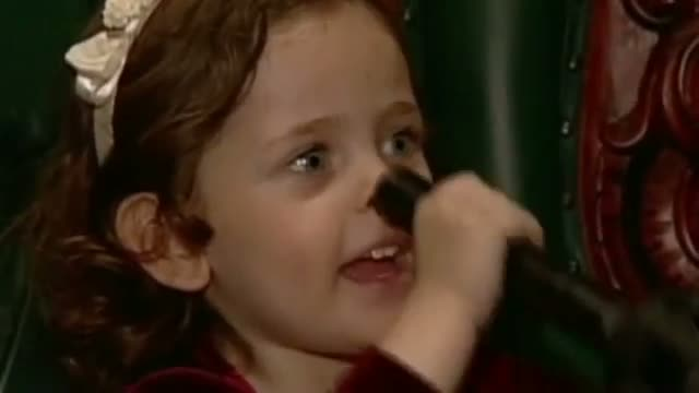 Michael Jackson home video: Singing with his children Paris and Blanket