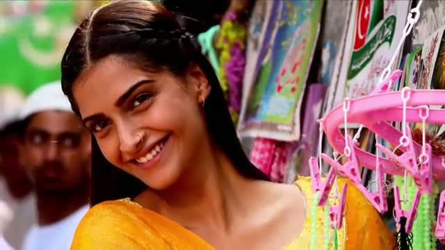 Raanjhanaa - Aise Na Dekho Official New Full Song Lyric Video feat Dhanush and Sonam Kapoor.