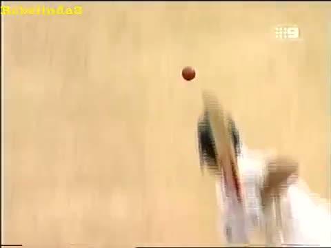 Funny Indian cricket moment, Agarkar raises his bat after scoring a single, after 7 ducks!