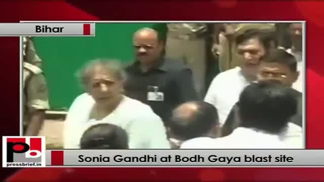 Bodh Gaya blasts: Sonia Gandhi, Sushil Kumar Shinde visit Mahabodhi temple complex