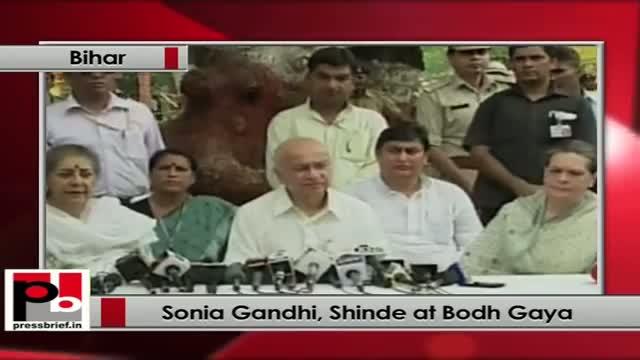 Sonia Gandhi, Shinde during a press conference at Bodh Gaya