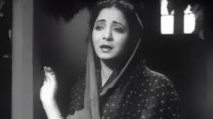 Dar Dar Ki Thokre Hai - Classic Hindi Sad Song - Dilip Kumar, Mumtaz Shanti - Ghar Ki Izzat (1948)