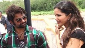 Sunny Leone & Sachiin Joshi's BOLD SCENES in Jackpot