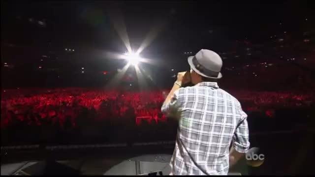 "Hunter Hayes and Jason Mraz ""Everybody's Got Somebody But Me"" CMA Music Festival 2013"