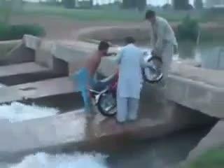 Very funny clip pakistani hahahaha -pakistan funny clips
