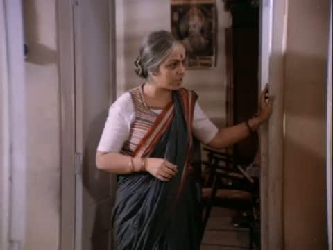Anupam Kher badly slaps Rohini Hattangadi - Drama Scene - Saraansh (1984) - Anupam Kher