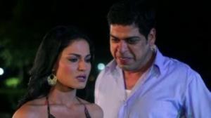 Veena Malik succumb's to the drunk inspector - Zindagi 50 50 Movie