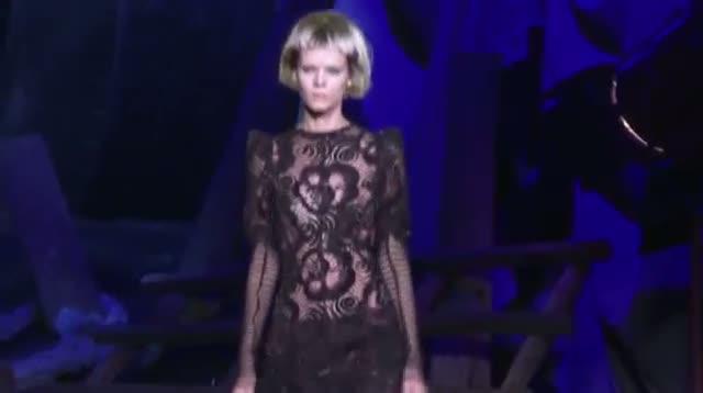 Stars Brave Sweltering Venue for Marc Jacobs