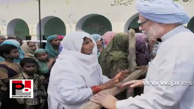 Sonia Gandhi, Rahul Gandhi meet riot-victims at Muzaffarnagar