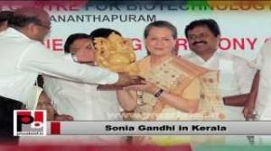 Sonia Gandhi in Kerala; launches welfare schemes in the state