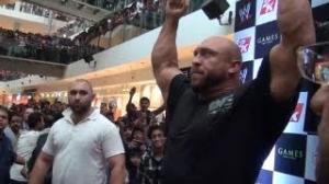 10k screaming WWE fans greet Ryback at the Oberoi mall in Mumbai, India!