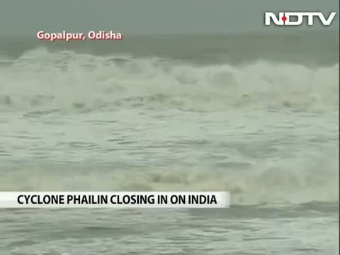 Cyclone Phailin heads for Odisha, Andhra with winds of 200 kmph
