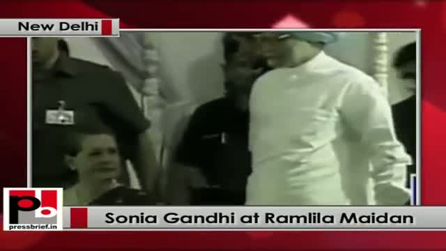 Sonia Gandhi takes part in the Dussehra celebrations at Ramlila Maidan, New Delhi